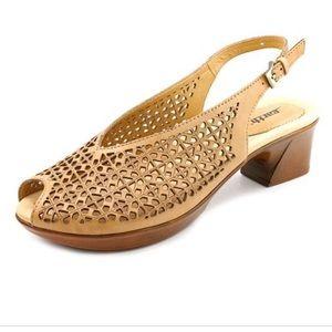 Earth Jacaranda comfort sandals. Size 6.